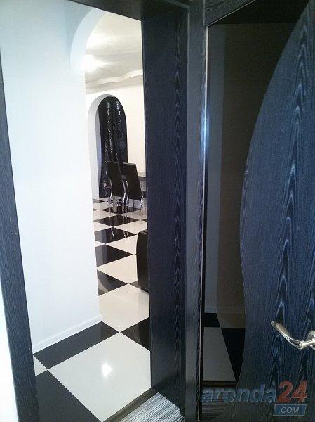 Apartment Yuliya с новым авторским ремонтом в черно белом стиле (10)