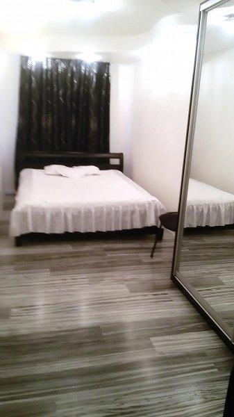 Apartment Yuliya с новым авторским ремонтом в черно белом стиле (9)