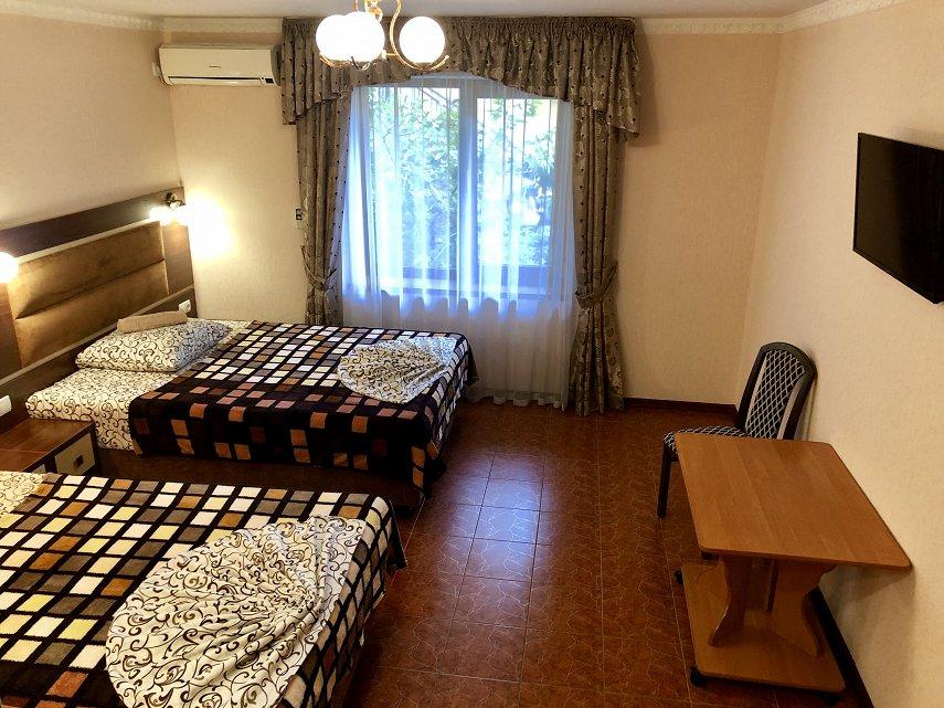 Міні-готель подобово, Ялта, вул. Київська, 34 (9)