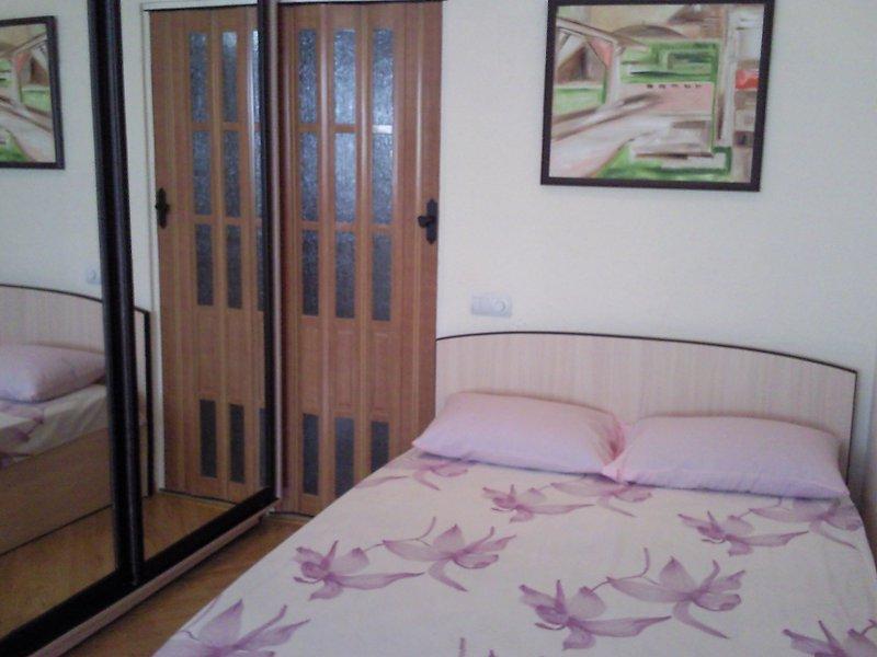 1-кімнатна квартира подобово, Ялта, вул. Чехова, 19 (1)