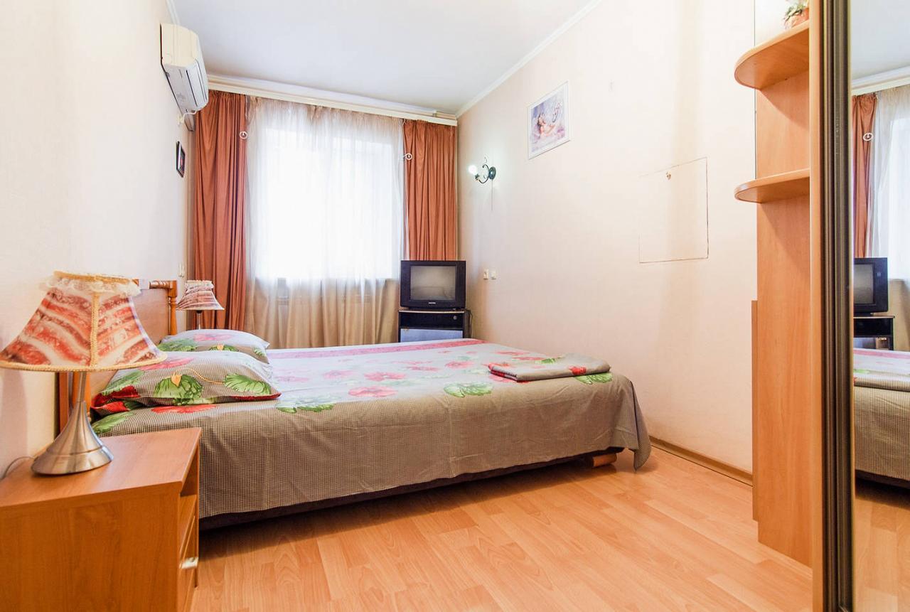 2-кімнатна квартира подобово, Одеса, вул. , 42а