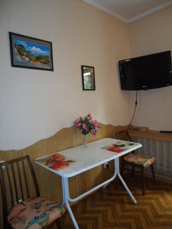 1-кімнатна квартира подобово, Ялта, вул. Чехова, 21 (2)