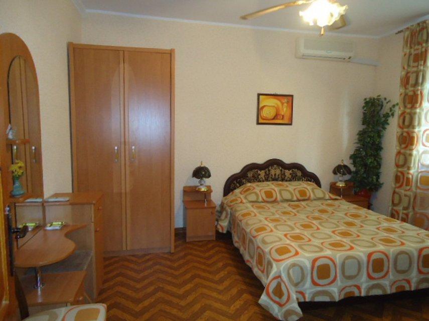 1-кімнатна квартира подобово, Ялта, вул. Чехова, 21 (3)