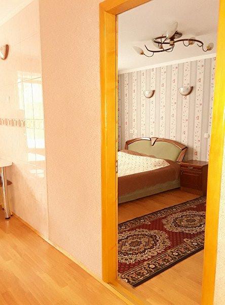 1-кімнатна квартира подобово, Чернівці, просп. Незалежності, 115 (1)