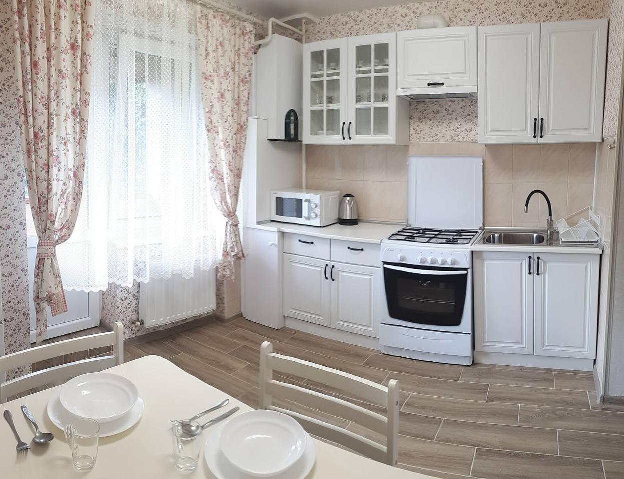 Сдается комфортабельная 2-комн. квартира с уютной лоджией около термального басейна (2)