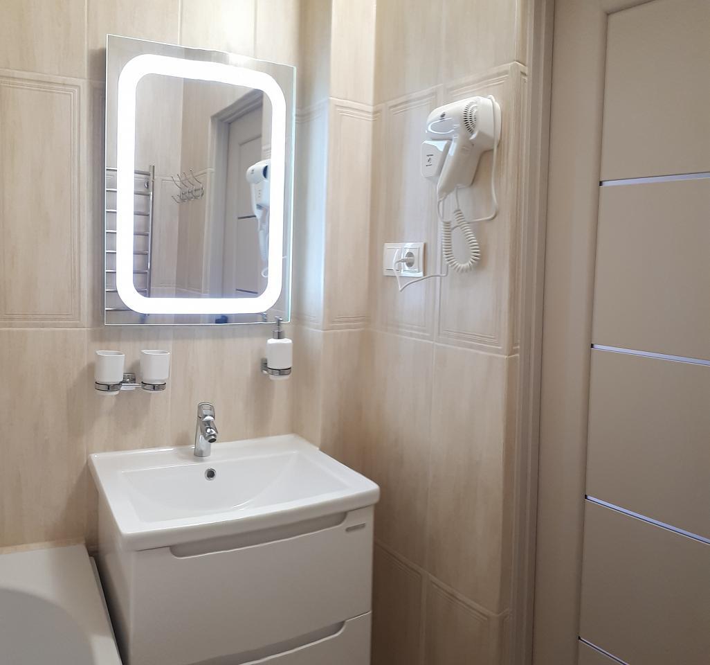 Сдается комфортабельная 2-комн. квартира с уютной лоджией около термального басейна (9)