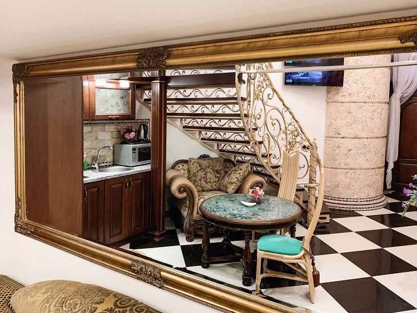 Апартаменты на Дерибасовской (Версаль) (2)