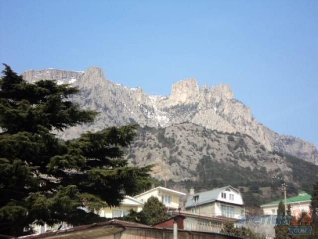 Сдаю посуточно 2 этажный дом с видом на море и горы. (9)