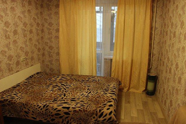 2-комнатная квартира посуточно, Днепр, ул. Дарницкая, 4 (1)