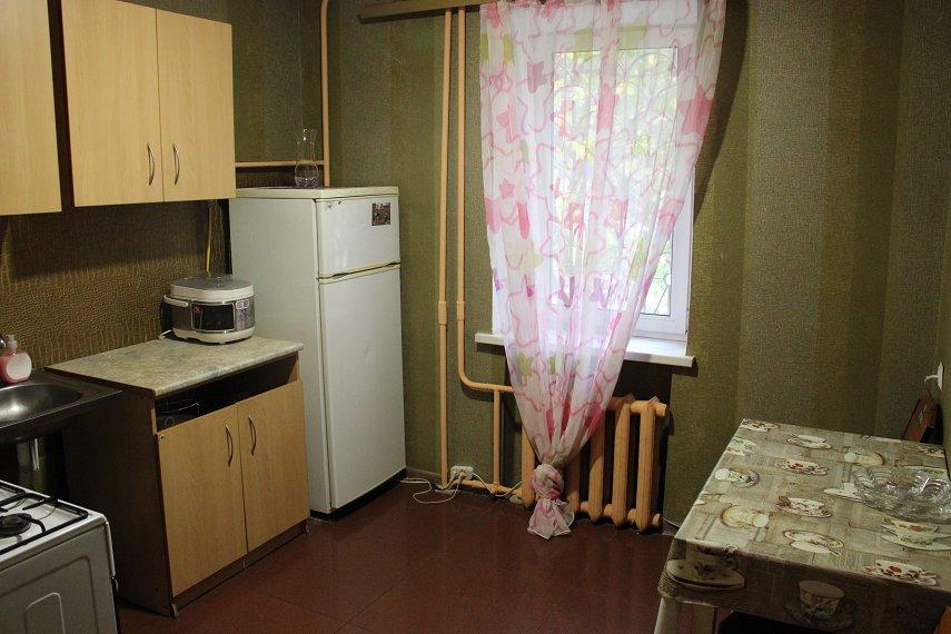 2-комнатная квартира посуточно, Днепр, ул. Дарницкая, 4 (4)