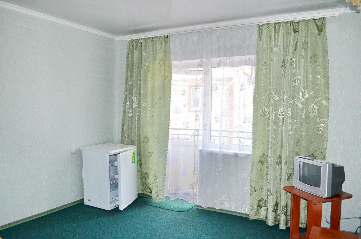 Міні-готель подобово, Бердянск, вул. Гостинна, 108 (1)