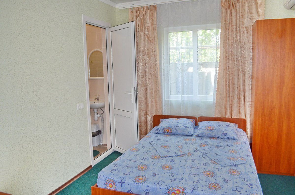 Міні-готель подобово, Бердянск, вул. Гостинна, 108 (6)