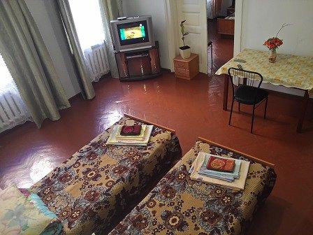 2-кімнатна квартира подобово, Чернівці, вул. Кобилянська, 1 (1)