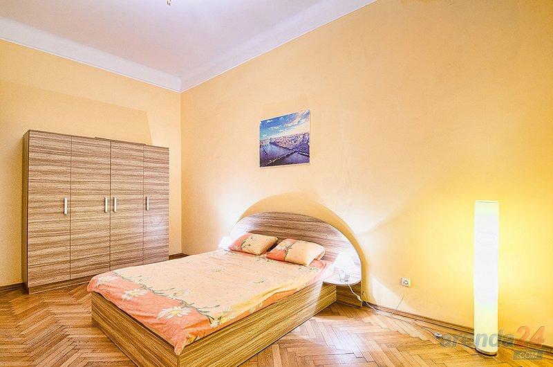 2-комнатная квартира посуточно, Львов, ул. Леонтовича, 1