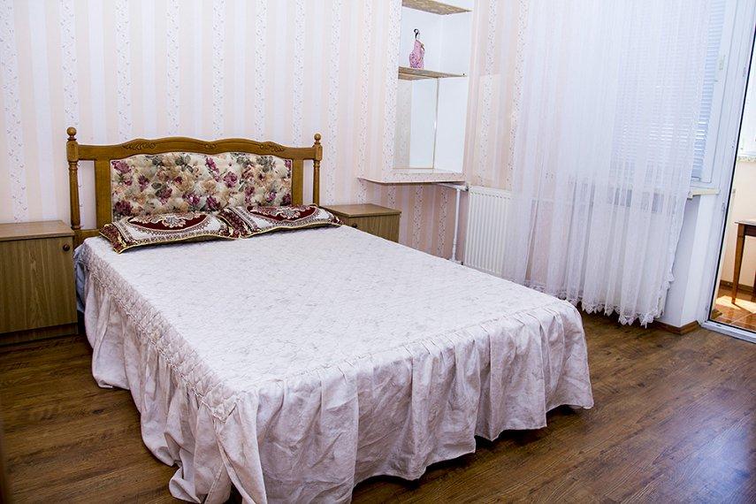 3-кімнатна квартира подобово, Миколаїв, вул. Cадова, 42 А
