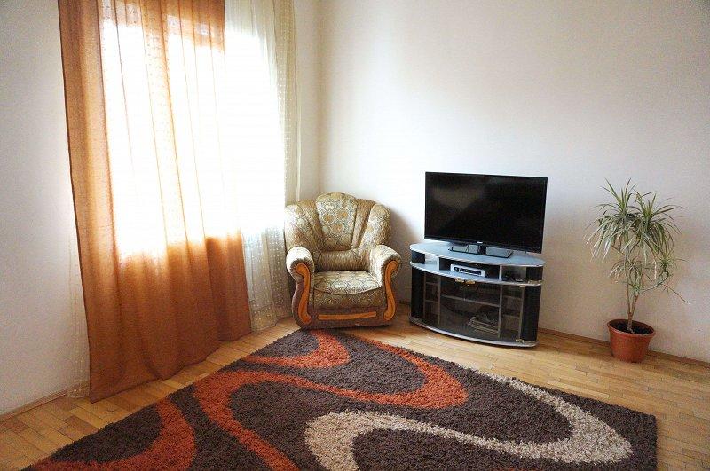 2-кімнатна квартира подобово, Чернівці, пл. , 3 (1)