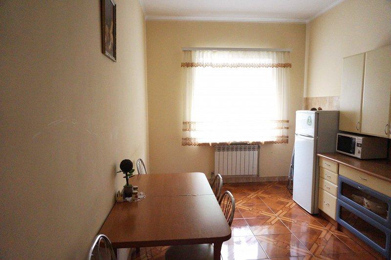 2-кімнатна квартира подобово, Чернівці, пл. , 3 (2)