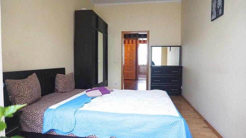 2-кімнатна квартира подобово, Чернівці, пл. , 3 (5)