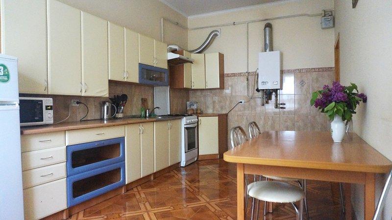 2-кімнатна квартира подобово, Чернівці, пл. , 3 (6)