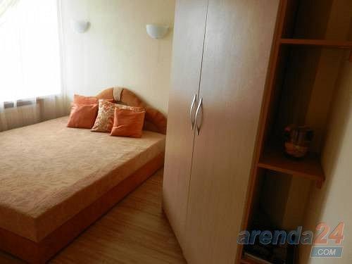 2-кімнатна квартира подобово, Дніпро, просп. Олександра Поля, 27 (1)