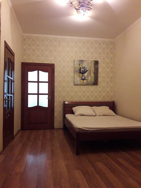 Трехкомнатная квартира возле Площади Рынок, ул. Армянская (3)