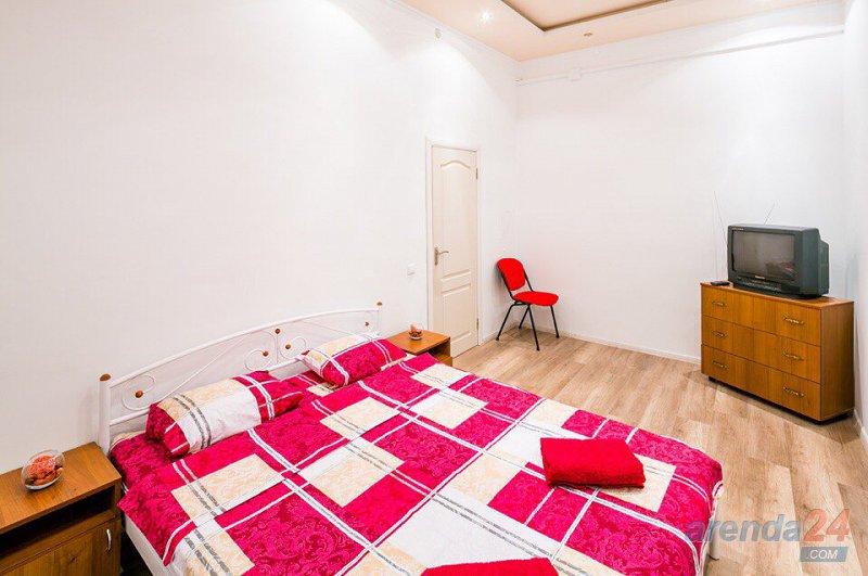 Трёхкомнатная квартира с дизайнерским евроремонтом