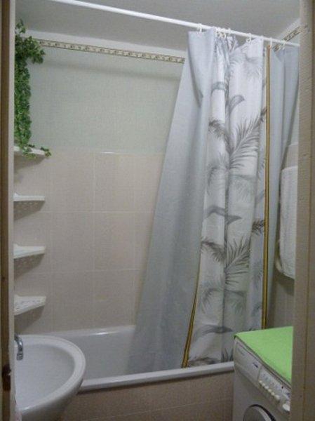Предлагается в посуточную аренду 3 комнатная квартира, первая линия домов до моря, есть вид моря (4)