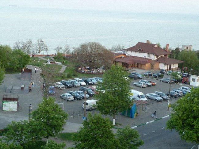 Предлагается в посуточную аренду 3 комнатная квартира, первая линия домов до моря, есть вид моря (6)
