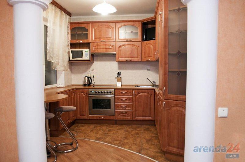 3-к. квартира в Киеве посуточно, ул. Озерная 8