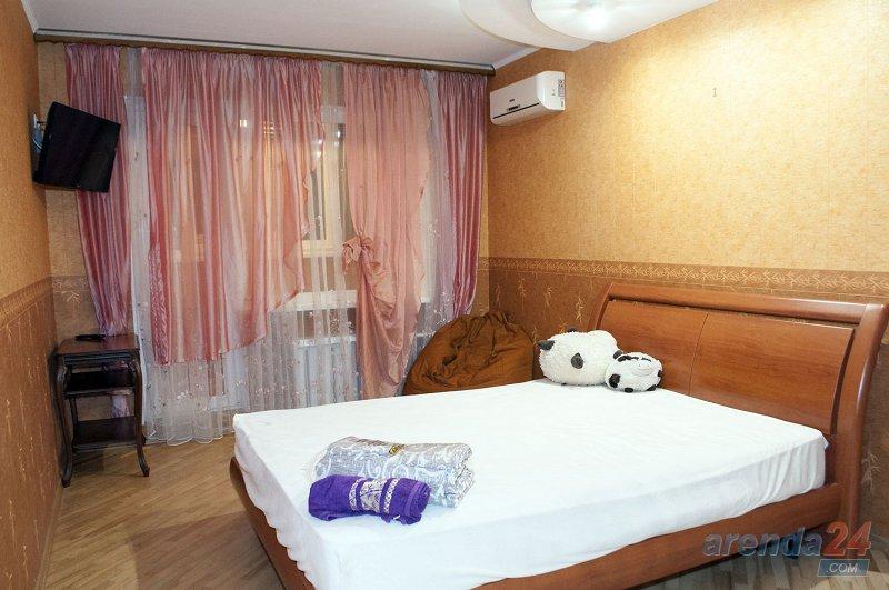 3-к. квартира в Киеве посуточно, ул. Озерная 8 (3)