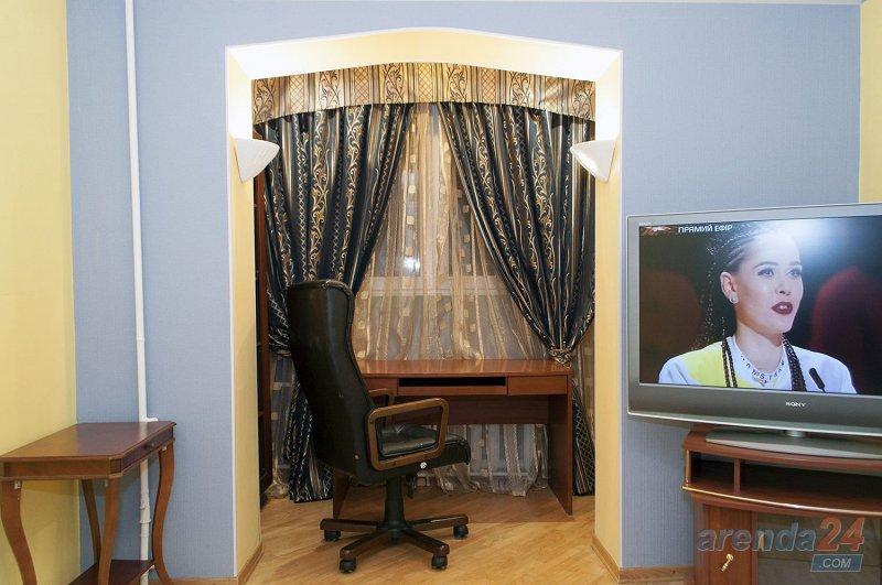 3-к. квартира в Киеве посуточно, ул. Озерная 8 (5)