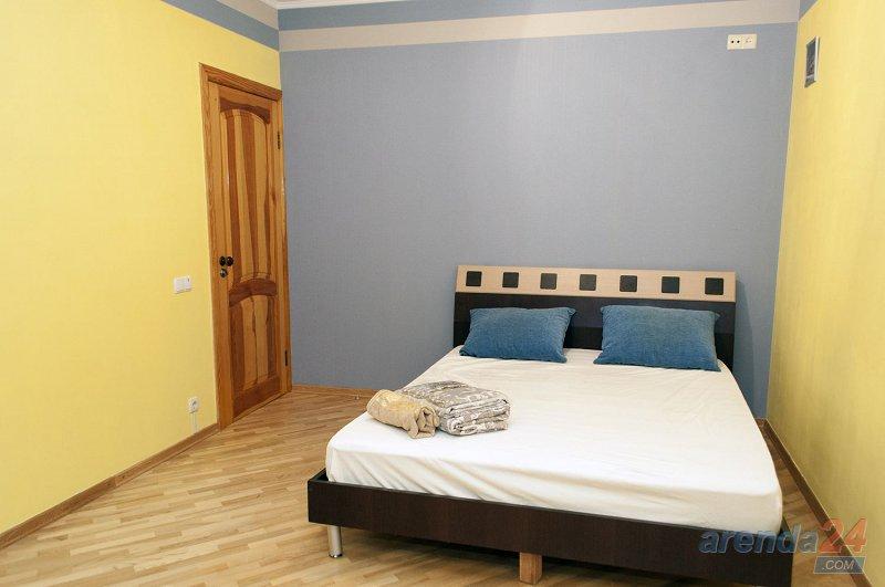 3-к. квартира в Киеве посуточно, ул. Озерная 8 (6)