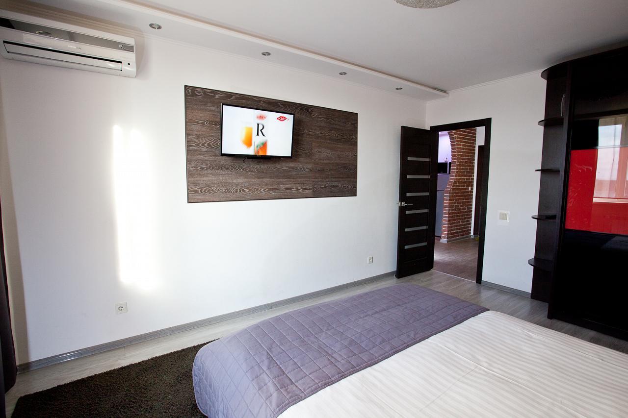 2-кімнатна квартира подобово, Київ, вул. Радунська, 30 (2)
