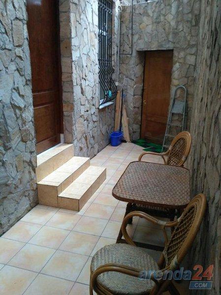 Красивая уютная квартира с ремонтом и новой мебелью в историческом центре города со своим двориком (4)