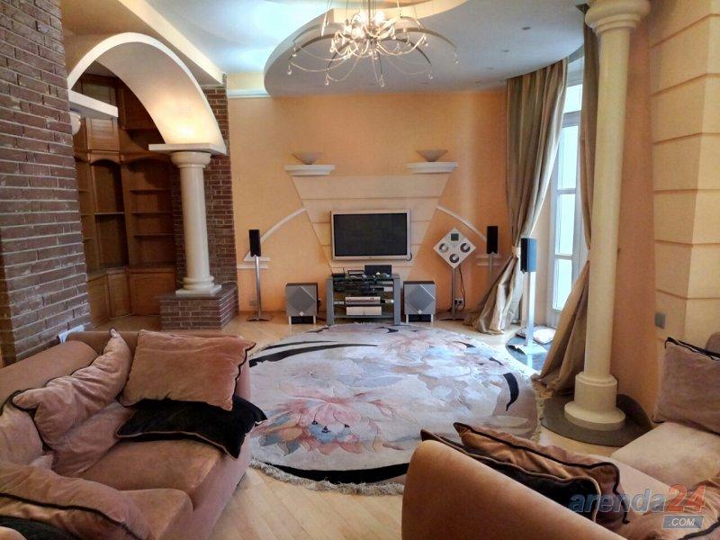3-х комнатная на площади Льва Толстого