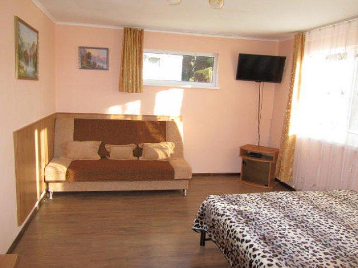 Уютное жилье в центре Алупки (3)