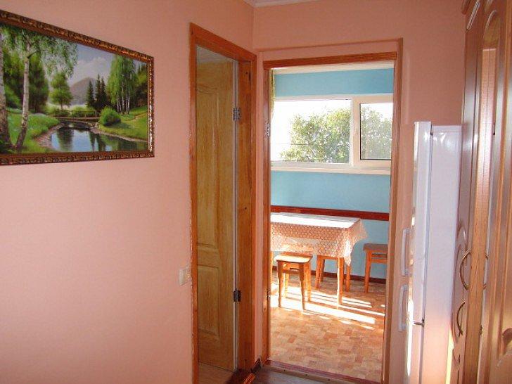 Уютное жилье в центре Алупки (4)