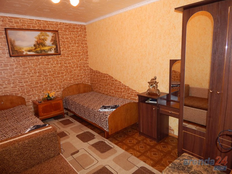 2-комнатная квартира посуточно, Алушта, ул. Карла Маркса, 7 (3)