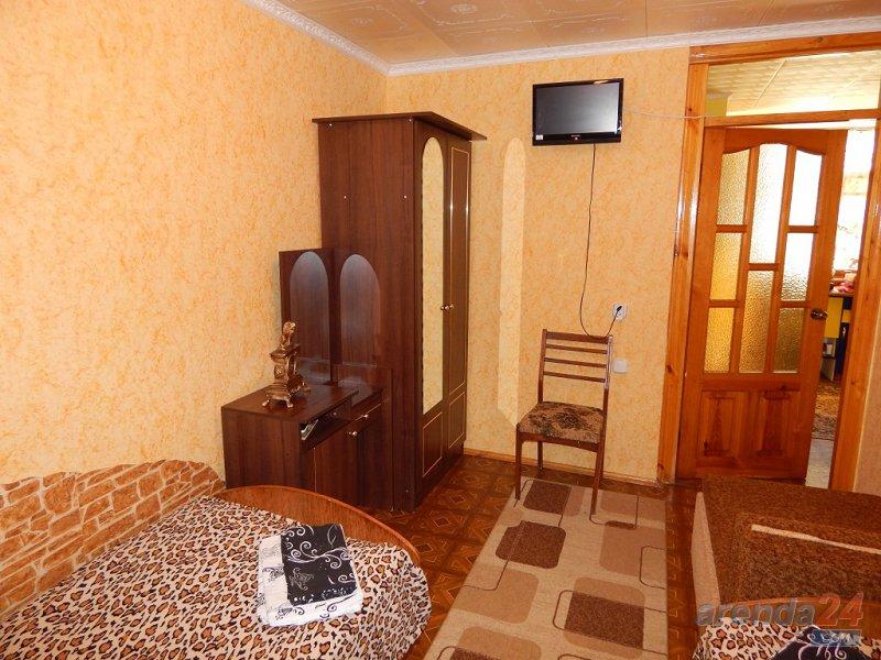 2-комнатная квартира посуточно, Алушта, ул. Карла Маркса, 7 (4)