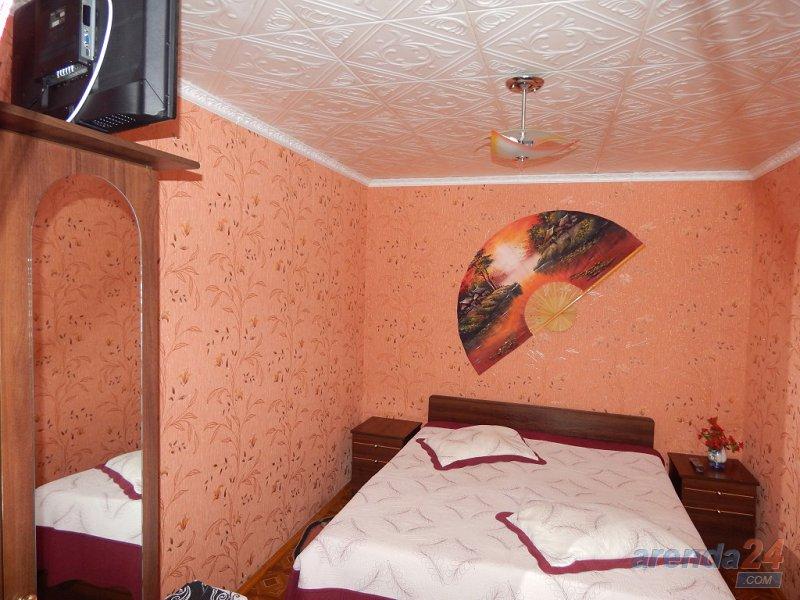 2-комнатная квартира посуточно, Алушта, ул. Карла Маркса, 7 (5)