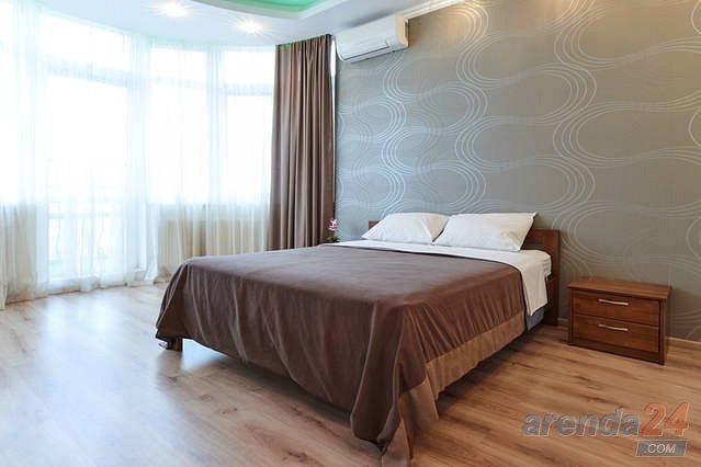 1-комнатная квартира посуточно, Киев, ул. Черновола, 27 (8)