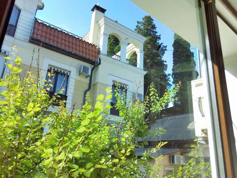 1-кімнатна квартира подобово, Ялта, вул. Щорса, 3 (5)