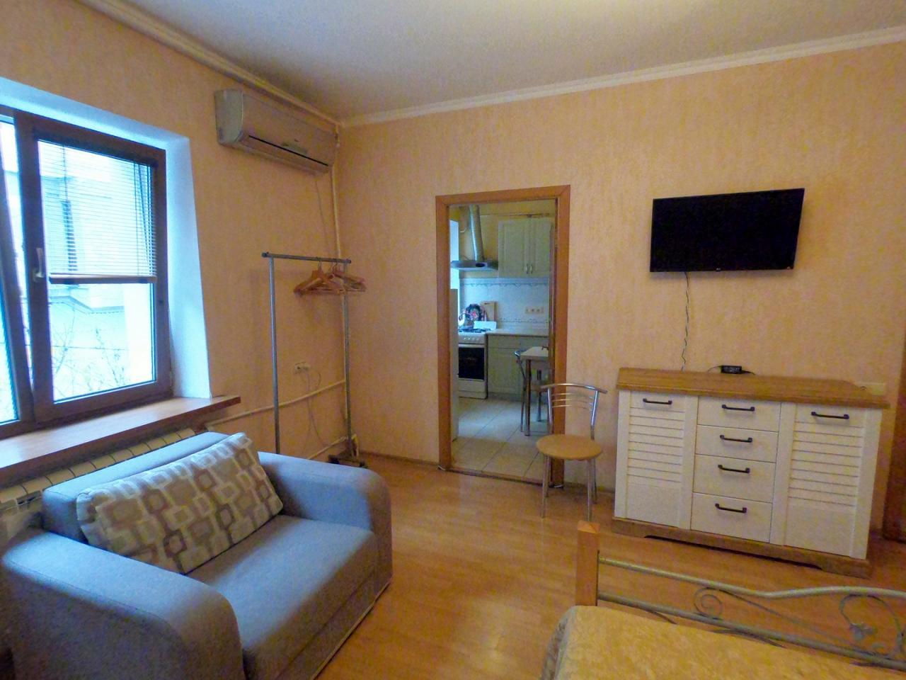 1-кімнатна квартира подобово, Ялта, вул. Щорса, 3 (1)