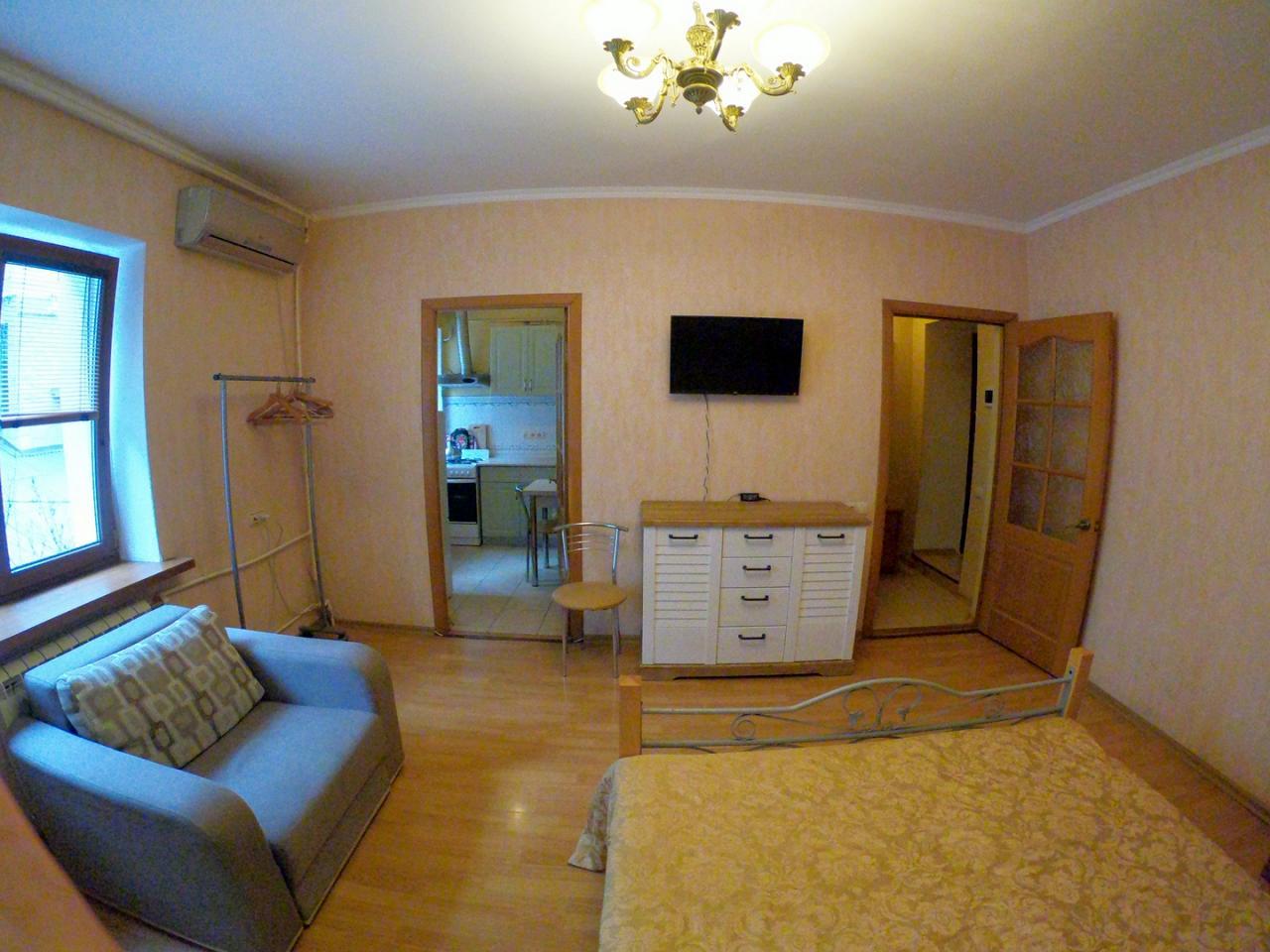 1-кімнатна квартира подобово, Ялта, вул. Щорса, 3 (3)