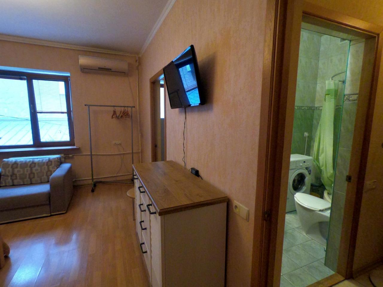 1-кімнатна квартира подобово, Ялта, вул. Щорса, 3 (6)