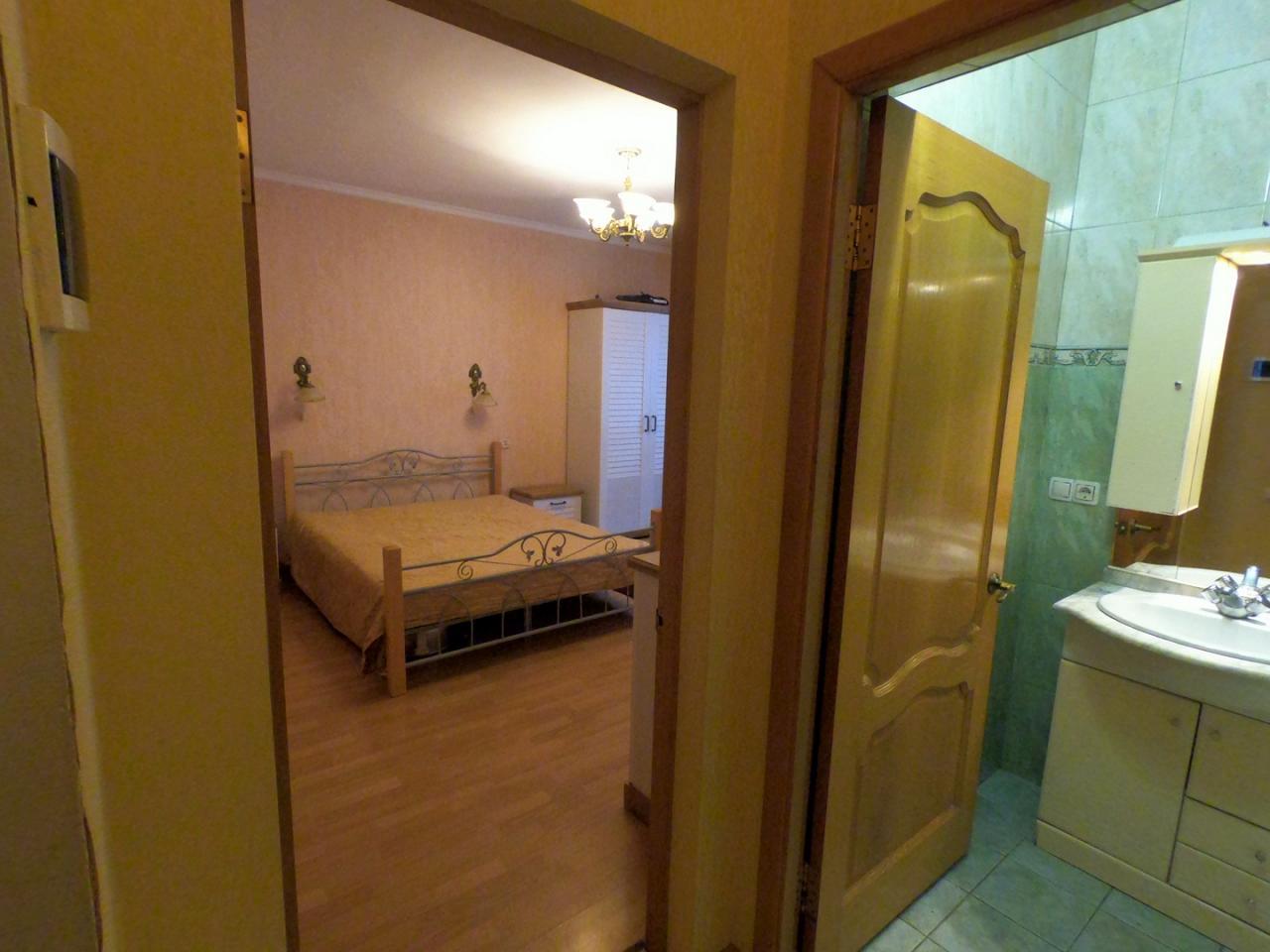 1-кімнатна квартира подобово, Ялта, вул. Щорса, 3 (7)