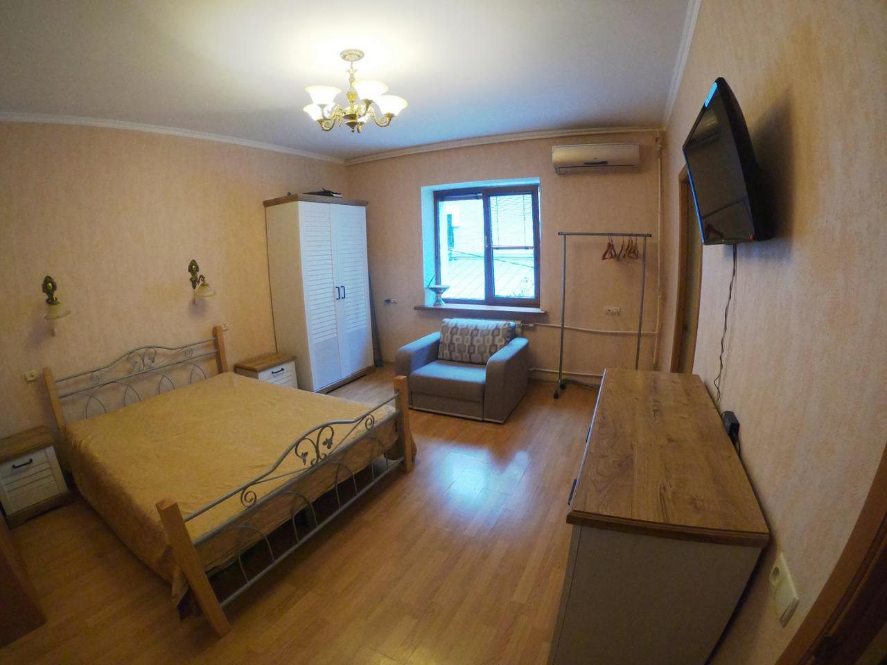 1-кімнатна квартира подобово, Ялта, вул. Щорса, 3