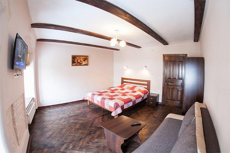 Квартира в самом центре города Львов за доступной ценой с новым евроремонтом и просторной кухней на ул. Армянская 12/5 (1)
