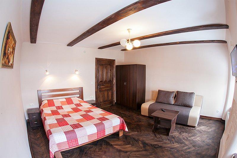 Квартира в самом центре города Львов за доступной ценой с новым евроремонтом и просторной кухней на ул. Армянская 12/5 (2)
