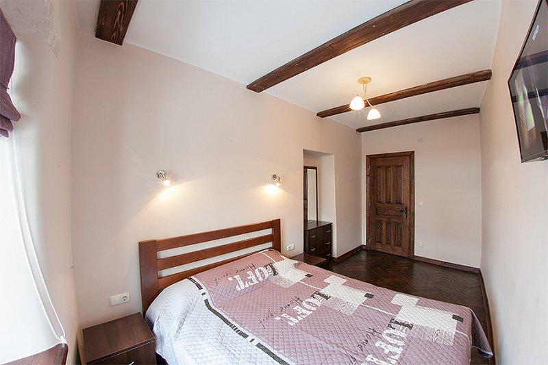 Квартира в самом центре города Львов за доступной ценой с новым евроремонтом и просторной кухней на ул. Армянская 12/5 (4)